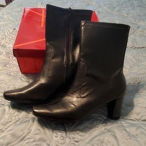 Aerosoles black ankle boots Size 10 NIB